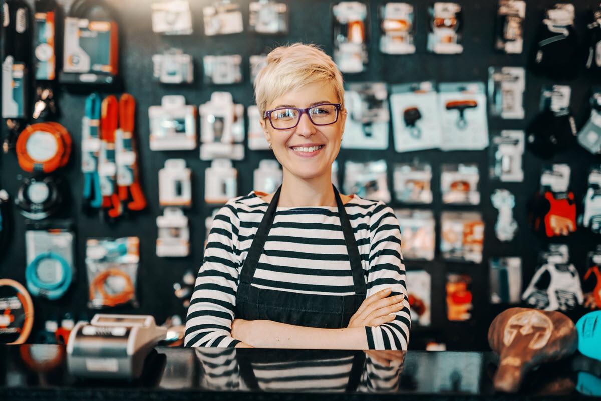 mujer en la tienda